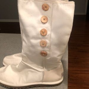 Size 7 Ugg lightweight weight boots, worn once!